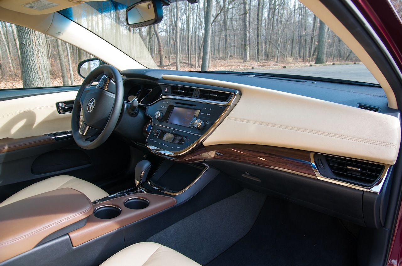 interior dashboard design of avalon - toyota