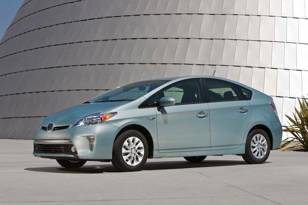 2012_Toyota_Prius_Plugin_026 (1)