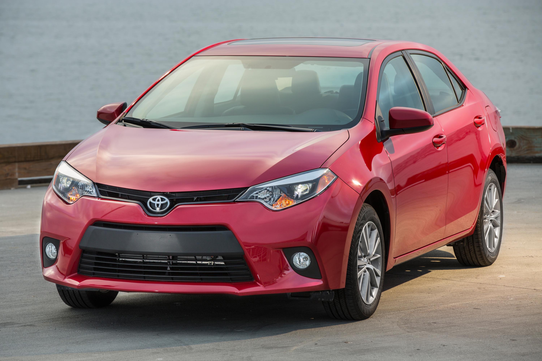 2014_Toyota_Corolla_LE_003